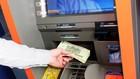 """Việc các chủ thẻ bị """"bốc hơi"""" tiền gửi đã khiến nhiều người dùng hoang mang trong thời gian vừa qua."""
