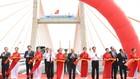 Các đồng chí lãnh đạo Đảng, Nhà nước cắt băng khánh thành cầu Bạch Đằng. Ảnh: VGP