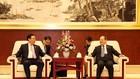 Phó Thủ tướng Vương Đình Huệ tiếp Bí thư Đảng ủy Khu tự trị dân tộc Choang Quảng Tây Lộc Tâm Xã - Ảnh: VGP