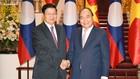 Thủ tướng Nguyễn Xuân Phúc tiếp Thủ tướng Lào Thongloun Sisoulith. Ảnh: VGP