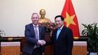 Phó Thủ tướng, Bộ trưởng Ngoại giao Phạm Bình Minh tiếp Đại sứ Vương quốc Anh Gareth Ward. Ảnh: VGP