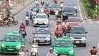 Hà Nội hiện có gần 100 doanh nghiệp taxi hoạt động với nhiều chủng loại xe, màu sơn khác nhau.