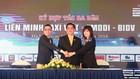 Bà Phạm Thị Vân Khánh, Giám đốc Ban KHDNNVV BIDV; Ông Nguyễn Tuấn Mùi, Chủ tịch Liên minh Taxi Việt (đứng giữa); Ông Nguyễn Thanh Tuấn, Chủ tịch HĐQT Công ty EMDDI ký kết thỏa thuận hợp tác.