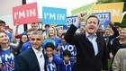 Thủ tướng Anh David Cameron (phải, trước) phát biểu tại thủ đô London ngày 30/5. EPA/TTXVN