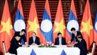 Thủ tướng Nguyễn Xuân Phúc và Thủ tướng Thoonglun Sisulith chứng kiến Lễ ký kết 12 văn kiện hợp tác giữa Chính phủ hai nước. Ảnh: Quang Hiếu