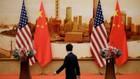 Một người đàn ông đi qua nơi tổ chức họp báo chung giữa Ngoại trưởng Mỹ Mike Pompeo và Ngoại trưởng Trung Quốc Vương Nghị tại Đại lễ đường Nhân dân ở Bắc Kinh, Trung Quốc ngày 15/6 - Ảnh: Reuters.