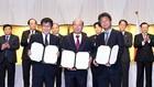 19 văn bản bao gồm giấy phép và thỏa thuận hợp tác đầu tư đã được ký và trao đổi tại Hội nghị Xúc tiến đầu tư Việt Nam - Nhật Bản. Ảnh: Hiếu Nguyễn