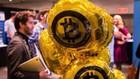 """Dù hồi phục, giá Bitcoin đã giảm """"kinh hoàng"""" trong năm nay - Ảnh: Reuters/CNBC."""