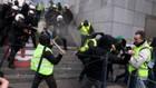 Đụng độ giữa cảnh sát với người biểu tình ở Brussels hôm thứ Bảy - Ảnh: Reuters.