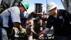 Từ đầu tháng 10 đến nay, giá dầu thế giới đã giảm khoảng 30% - Ảnh: Getty/CNBC.