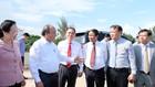 Thủ tướng tham quan công trường xây dựng Tổ hợp nhà máy sản xuất ô tô, xe máy điện Vinfast. Ảnh: VGP