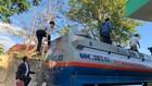 Lực lượng chức năng kiểm tra xe xăng dầu lậu