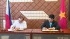 Phó Thủ tướng Phạm Bình Minh và Bộ trưởng Teodoro Lopez Locsin ký Biên bản Thoả thuận của kỳ họp lần thứ 9 Uỷ ban Hỗn hợp về hợp tác song phương Việt Nam-Philippines. Ảnh: BNG