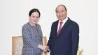 Thủ tướng Nguyễn Xuân Phúc tiếp Quốc vụ khanh Bộ Ngoại giao Romania, bà Monica Gheorghita. Ảnh: VGP