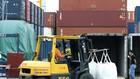 Tháng 2, các doanh nghiệp tăng nhập khẩu máy móc thiết bị, nguyên vật liệu phục vụ cho sản xuất sau Tết. Ảnh: Lê Tiên