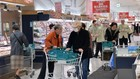 Người dân mua sắm tại một siêu thị ở Tokyo, Nhật Bản. (Nguồn: AFP/TTXVN)