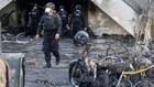 Lực lượng cảnh sát tại hiện trường một trong ba vụ tấn công nhà thờ ở Indonesia ngày 13/5 - Ảnh: Reuters.