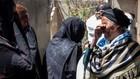 Người thân hành khách chuyến bay bị rơi của Ethiopian Airlines đau khổ vì mất mát lớn - Ảnh: Reuters.