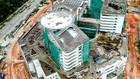 Các nhà thầu thi công xây dựng phần thân Dự án Cơ sở 2 Bệnh viện Ung bướu TP.HCM đã vượt tiến độ 2 tháng. Ảnh: Gia Khang