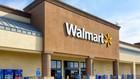 """Tập đoàn bán lẻ hàng đầu thế giới (Walmart) cảnh báo lệnh áp thuế của Mỹ khiến người tiêu dùng """"gánh"""" chi phí cao hơn. Ảnh minh họa: Reuters"""