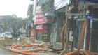 Theo phản ánh, nhiều hạng mục cống thoát nước, vỉa hè trên đường Nguyễn Văn Cừ, Hạ Long đang được thi công