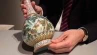 Tìm thấy bình cổ trị giá 432 tỷ đồng trong... hộp đựng giày