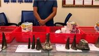 Người đàn ông vận chuyển 12 khúc sừng tê giác vào Việt Nam