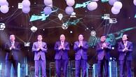 Thủ tướng cùng các đại biểu thực hiện nghi thức công bố sáng kiến Mạng lưới đổi mới sáng tạo Việt Nam. Ảnh: Dũng Nguyễn