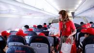 Trên chuyến bay, hành khách bất ngờ nhận được những quà tặng xinh xắn từ Vietjet.