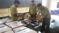 Chiếc xe tải và hàng hóa lậu bị bắt giữ