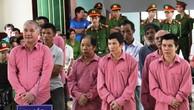 Các bị cáo trong vụ án hủy hoại rừng tại tòa.