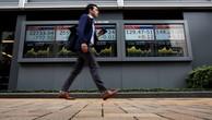 Bảng điện tử bên ngoài một công ty chứng khoán Nhật Bản. Ảnh:Reuters