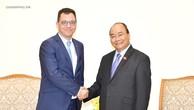 Thủ tướng Nguyễn Xuân Phúc tiếp Bộ trưởng Bộ Môi trường kinh doanh, Thương mại và Doanh nghiệp Romania Stefan Radu Oprea. Ảnh: VGP