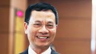 Ông Nguyễn Mạnh Hùng bên hành lang Quốc hội chiều 23/10.