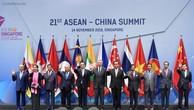 Thủ tướng Nguyễn Xuân Phúc cùng các nhà lãnh đạo ASEAN và Trung Quốc tham dự Hội nghị Cấp cao ASEAN – Trung Quốc lần thứ 21. Ảnh: VGP