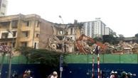 Chung cư cũ 93 Láng Hạ đang được phá dỡ từng phần