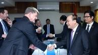 Thủ tướng cùng các lãnh đạo doanh nghiệp Hoa Kỳ. Ảnh: VGP
