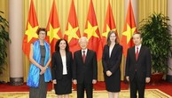 Tổng Bí thư, Chủ tịch nước Nguyễn Phú Trọng với các Đại sứ.