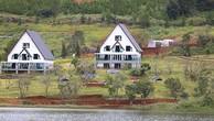 Dãy nhà gỗ sát mép hồ Tuyền Lâm đã được di dời.