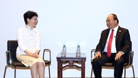 Thủ tướng Nguyễn Xuân Phúc gặp Trưởng Khu hành chính đặc biệt Hong Kong, Trung Quốc Lâm Trịnh Nguyệt Nga. Ảnh: VGP