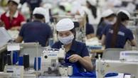 Công nhân đang làm việc tại một nhà máy may mặc. Ảnh: Bloomberg