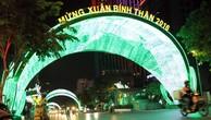 Đường phố Sài Gòn rực rỡ trước năm mới