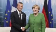 Thủ tướng Đức Angela Merkel (phải) và Tổng thống Pháp Emmanuel Macron trong cuộc gặp tại Quebec, Canada ngày 8/6. (Nguồn: AFP/TTXVN)