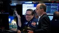 Các nhà giao dịch cổ phiếu trên sàn NYSE ở New York, Mỹ hôm 13/7 - Ảnh: Reuters.
