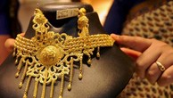 Giá vàng châu Á chạm mức thấp nhất trong một năm. Ảnh: reuters