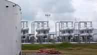 Giá dầu châu Á biến động trái chiều trong phiên đầu tuần. Ảnh minh họa: Reuters