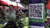 Thanh toán điện tử ngày càng phổ biến ở Trung Quốc, dẫn tới nhu cầu tiền mặt ở nước này suy giảm- Ảnh: SCMP.