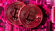 """Trong vòng chưa đầy nửa tháng, giá Bitcoin đã """"bốc hơi"""" 23%, nâng tổng mức giảm từ đầu năm đến nay lên 58% - Ảnh: Bloomberg."""