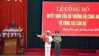 Đại tá Vũ Hồng Kỳ, Phó Cục trưởng Cục Tổ chức cán bộ - Bộ Công an, trao quyết định điều động và bổ nhiệm Đại tá Phan Văn Dũng