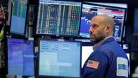 Một nhà giao dịch cổ phiếu trên sàn NYSE ở New York, Mỹ, ngày 17/8 - Ảnh: Reuters.